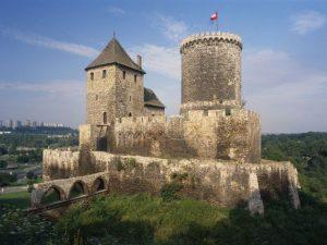Polonia isi restaureaza castelele pe banii cumparatorilor!